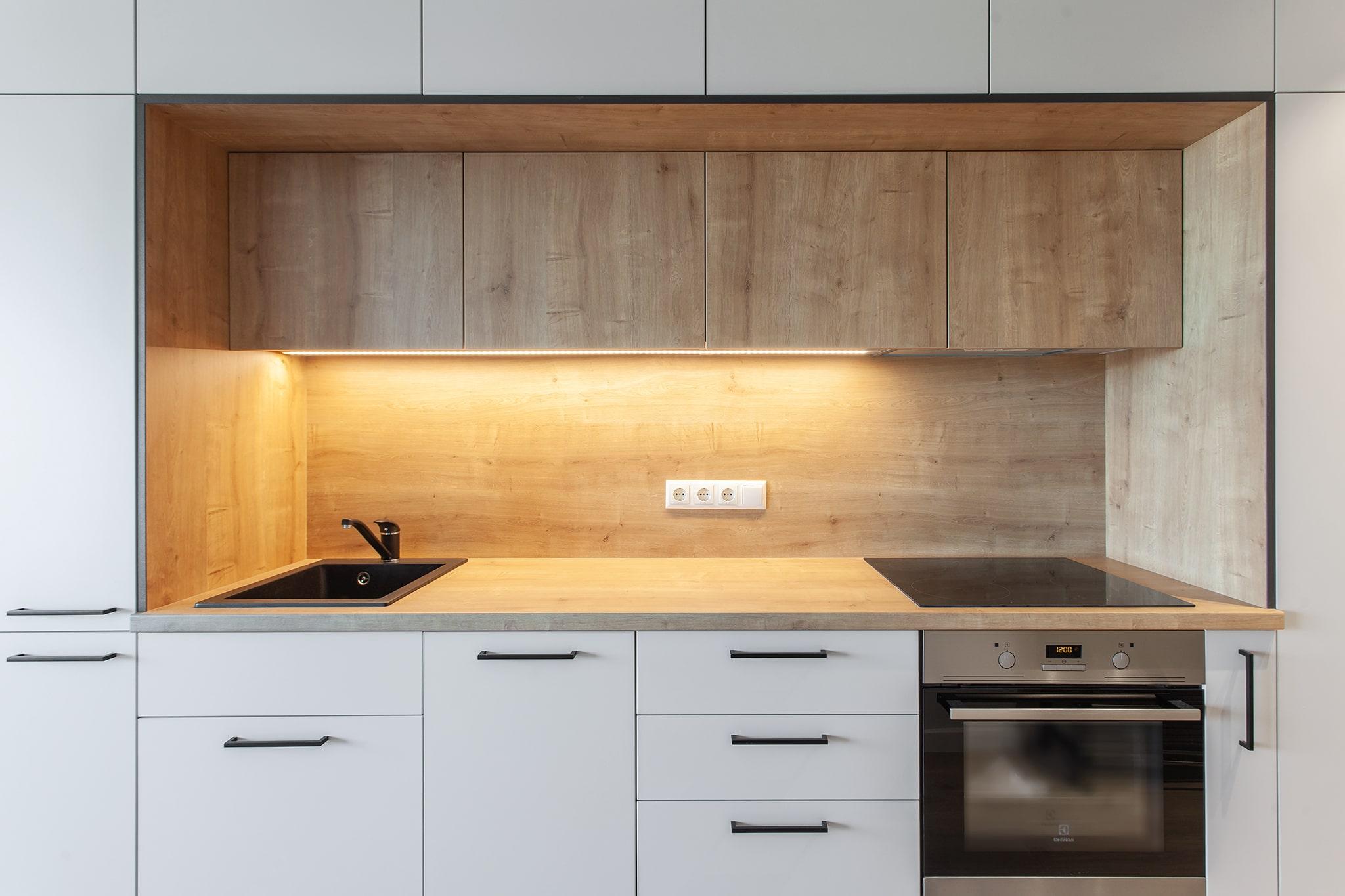 Šis vieno kambario butas funkcionaliai suprojektuotas ir įrengtas taip, kad net ir nedideliame plote rasite viską, ko reikia patogiam gyvenimui.