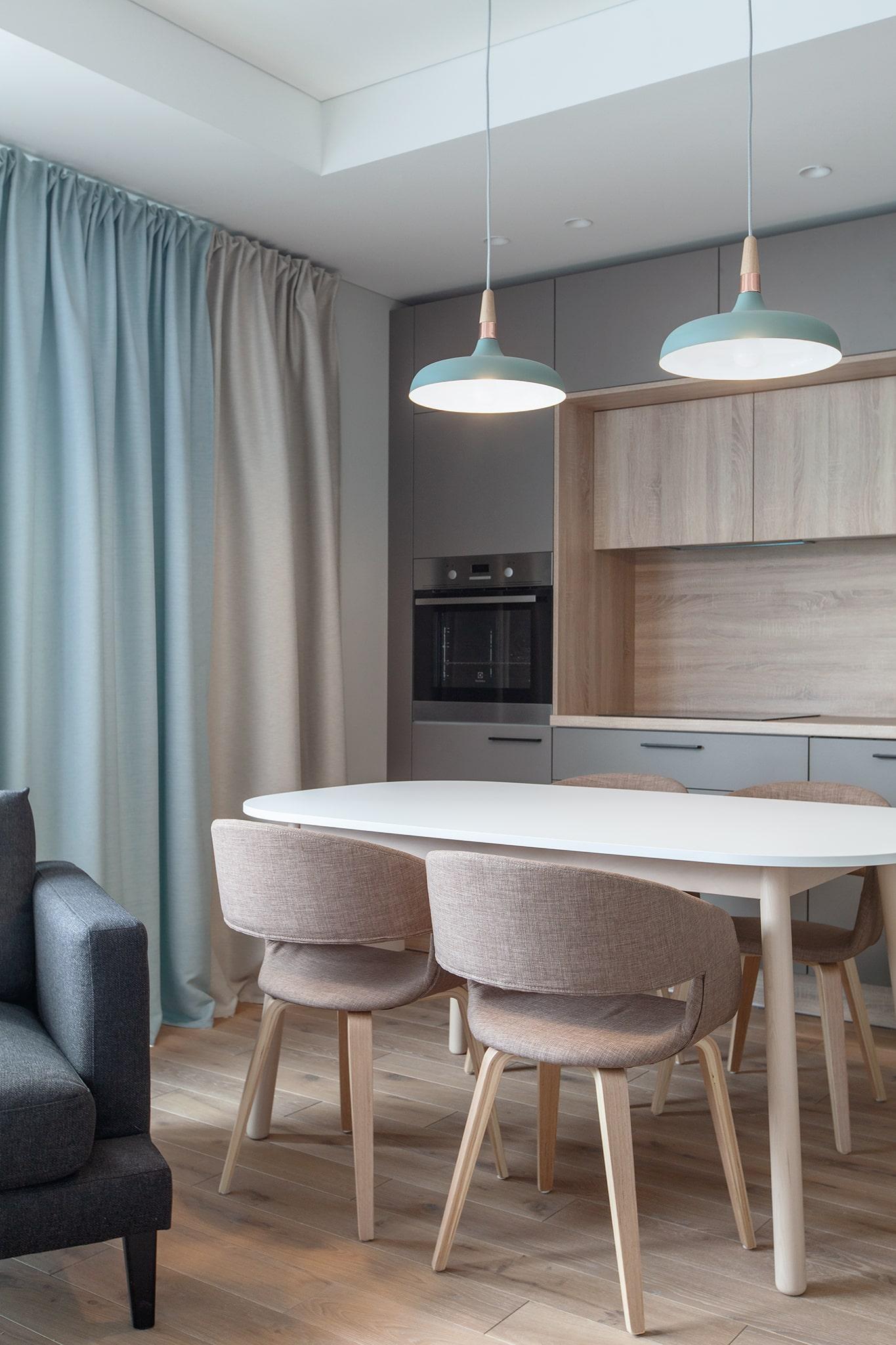 Kartu įrengta ir virtuvės erdvė